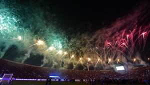 """الألعاب النارية تزين الملعب الذي احتضن نهائيات بطولة """"كوبا أمريكا"""" التي فاز فيها منتخب تشيلي."""