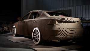 """""""Lexus"""" تعرض سيارة من الكرتون المقوى"""