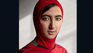 في يوم المرأة العالمي.. منتخب كرة القدم الأفغاني يكشف عن لباس رياضي مخصص للنساء المحجبات