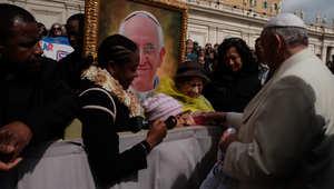 البابا فرانسيس يحقق حلم فتاة بعمر العاشرة