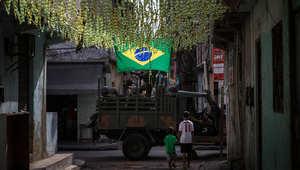 شاحنة تابعة للجيش البرازيلي في أحد أحياء ريو دي جانيرو
