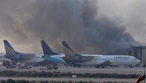 طائرات تقف بمدرج المطار أثناء الهجوم