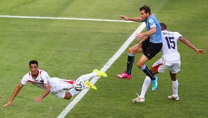 والتر غارغانو من كوستا ريكا خلال مباراة كوستا ريكا وأوروغواي.