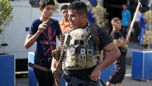 أحد رجال القبائل العراقية يستعد للانضمام إلى قوات الأمن لمحاربة مسلحين سيطروا على عدة مدن في شمال العراق