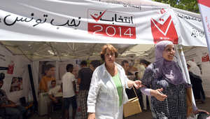تونسيون يسجلون في القوائم الانتخابية استعدادا للانتخابات البرلمانية والرئاسية المقبلة