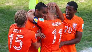 في المجموعة الثانية، تمكن منتخب هولندا من حصد 9 نقاط كاملة، من ثلاثة انتصارات متتالية، بدأها بفوز عريض على إسبانيا بخمسة أهداف لواحد، ثم على أستراليا 3-2، وأخيراً على تشيلي بهدفين نظيفين.