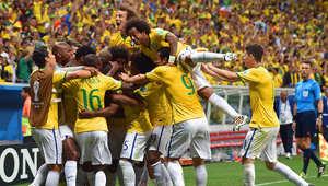 حل المنتخب البرازيلي، صاحب الضيافة، في صدارة المجموعة الأولى بـ7 نقاط، نتيجة فوزه على كرواتيا 3-1، ثم التعادل مع المكسيك سلبياً، وأخيراً الفوز على الكاميرون بأربعة أهداف لهدف.