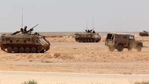 دبابات وعربات للجيش الأردني قرب معبر حدود الكرامة