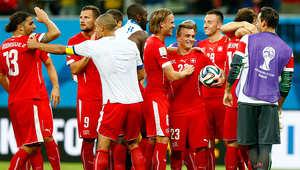 وجاء المنتخب السويسري ثانياً برصد 6 نقاط، نتيجة فوزه على الإكوادور بهدفين لهدف، قبل أن يخسر بخماسية أمام فرنسا، ثم الفوز على هندوراس بثلاثية نظيفة.