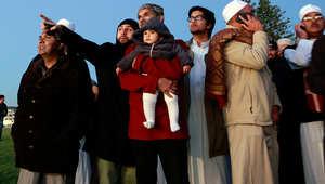 مسلمو جنوب أفريقيا يحاولون تحري الهلال.