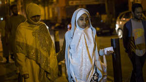 مسلمات في انكلترا لندن في طريقهن لأداء صلاة التراويح.