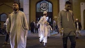 مسلمون في انكلترا لندن بعد أداء صلاة التراويح.