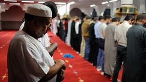 مسلمون يصلون في مسجد السلام بغرب فرنسا، عشية اليوم الأول من شهر رمضان