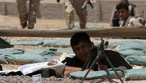 مقاتل من قوات البيشمرغة يتحصن في خندقه
