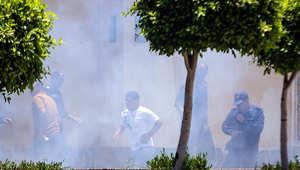 لقي ضابطان مصريان مصرعهما، الاثنين، وأصيب ثلاثة آخرون بانفجار عبوتين ناسفتين في محيط قصر الاتحادية الرئاسي، شمال شرق القاهرة.