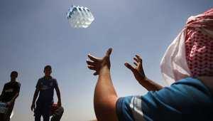 تجهيز المياه لتوزيعها في مخيم للاجئين العراقيين المهجرين من الموصل 30 يونيو/ حزيران 2014