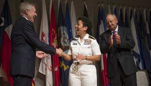 البحرية الأمريكية ترقي عسكرية لرتبة أدميرال بأربعة نجوم لأول مرة منذ 236 عاما