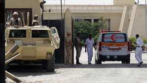 سيارة إسعاف تحمل جريحا فلسطينيا إلى مصر تدخل من معبر رفح 12 يوليو/ تموز 2014
