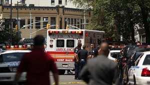 صورة أرشيفية لحضور سيارات الإسعاف والشرطة لموقع جريمة في نيويورك