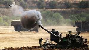 قذيفة من عيار 155 ملم تنطلق من دبابة إسرائيلية باتجاه قطاع غزة