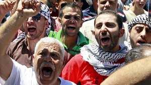 مشاركون في مظاهرة لنصرة غزة في العاصمة الأردنية عمان يهتفون بشعارات لطرد السفير الأسرائيلي، الجمعة 1 أغسطس/ اب 2014
