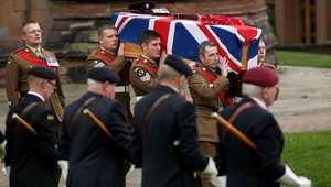 تشييع جنازة إيان فيشر، أحد الضباط البريطانيين من الكتيبة الثالثة الذي قتل في تفجير انتحاري في إقليم هلمند بأفغانستان 4 نوفمبر/ تشرين الثاني 2013
