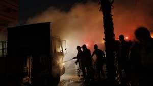 رجال الإطفاء يكافحون حريق في مصنع للصابون في غزة جراء غارة إسرائيلية في 10 أغسطس/ آب 2014