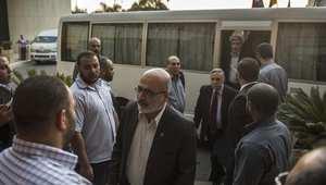 الوفد الفلسطيني عند وصوله إلى الفندق بعد اجتماعة مع مسؤولين في الخابرات المصرية بالقاهرة خلال مفاوضات التهدئة 13 أغسطس/ آب 2014