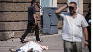 عشرات القتلى في دونيتسك.. قائد انفصالي يستقيل وبوتين يرسل مساعدات لشرق أوكرانيا