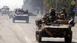 الجيش االأوكراني خلال تقدمه في إحدى بلدات إقليم دونيتسك