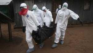 فريق دفن المتوفين بسبب إيبولا في ليبيريا