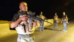 مسلحون من الجيش والشرطة ورجال القبائل يشاركون في مواجهة التنظيمات المسلحة في محافطة الأنبار العراقية