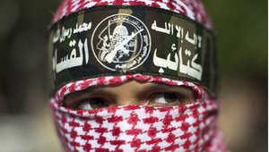 طفل فلسطيني ملثم يرتدي شعار كتائب القسام الذراع العسكري لحركة حماس، غزة 27 أغسطس / آب 2014