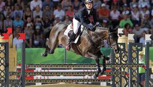 """تدافع وقساوة في """"كرة الأحصنة"""" والرشاقة بقفز الحواجز في ألعاب الفروسية 2014"""
