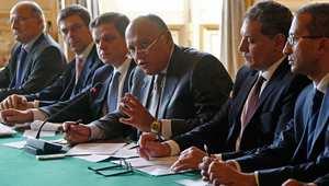 وزير الخارجية المصري في الوسط يتحدث خلال اجتماع مع نظيره الفرنسي ورجال أعمال فرنسيين حول الاقتصاد في باريس، 2 سبتمبر/ أيلول 2014