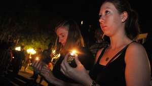 أورلاندو، فلوريدا، الولايات المتحدة-- وقفه بالشموع في جامعة سنترال فلوريدا حدادا على الصحفي الأمريكي ستيفن سوتلوف الذي قتل على أيدي تنظيم داعش، الصورة في 3 سبتمبر/ ايلول 2013