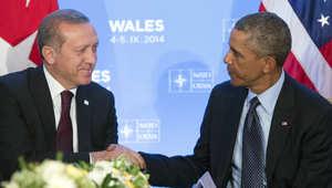 مصافحة بين أوباما وأردوغان أثناء قمة حلف شمال الأطلسي