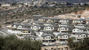 مستوطنة اسرائيلية تقع شمال غرب قرية في الضفة الغربية