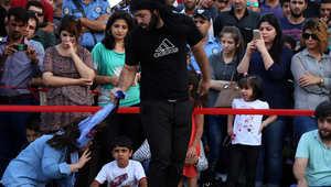 """ممثل عراقي كردي يشارك في مسرحية تشجب تهديد """"الدولة الإسلامية"""" للنساء والفتيات من الأقلية الدينية اليزيدية"""