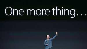 المدير التنفيذي لشركة آبل تيم كوك، خلال الإعلان عن ساعة آبل وهاتفين جديدين، أي فون 6، و آي فون 6 بلس. 9 سبتمبر/ أيلول 2014