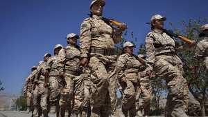 مجندات في صفوف البيشمرغة الكردية كمتطوعات، يتسحلن ببنادق كلاشينكوف في تدريب عسكري في قاعدة بالقرب من السليمانية شمال العراق، 10 سبتمبر/ أيلول 2014