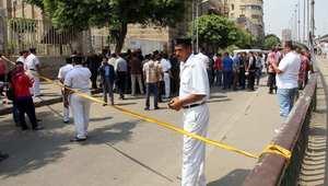 """قتيل و11 جريحاً في موجة هجمات بـ""""آليات مفخخة"""" ومحاولات تفجير قطارات وحافلات بمصر"""