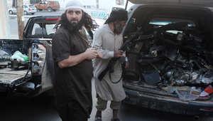 """أرشيف - مقاتلون من """"داعش"""" يحملون سيارة بالأسلحة في مدنية الرقة 23 سبتمبر/ أيلول 2014"""