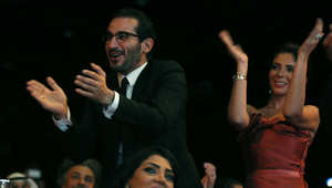 الممثل المصري أحمد حلمي وزوجته الممثلة منى زكي في الحفل الختامي لمهرجان دبي السينمائي 2013