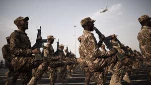 الشرطة الخاصة السعودية في عرض بالزي العسكري في مكة ، 28 سبتمبر/ أيلول 2014