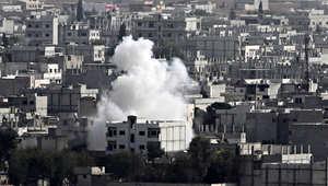 ارتفاع الدخان في كوباني بعد غارة جوية من قبل التحالف الدولي الذي تقوده الولايات المتحدة ضد داعش