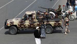 مسلحون تابعون لقوات عبد الملك الحوثي، في حراسة جنازة لبعض عناصر التنظيم الذين قتلوا في تفجير انتحاري ، صنعاء 14 اكتوبر/ تشرين الاول 2014