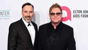 المغني البريطاني التون جون يتزوج صانع الأفلام دافيد فورنيش
