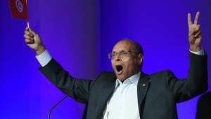 الرئيس التونسي المنتهية ولايته منصف المرزوقي الذي يسعى لاعادة انتخابه يتحضر لالقاء خطاب في أول لقاء لحملته