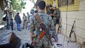 مقاتلون من وحدات حماية الشعب الكردي في كوباني